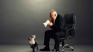 با رئیس منفعل-تهاجمی چگونه برخورد کنیم؟