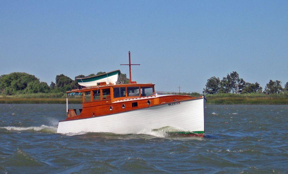 تصویری از یک قایق قدیمی
