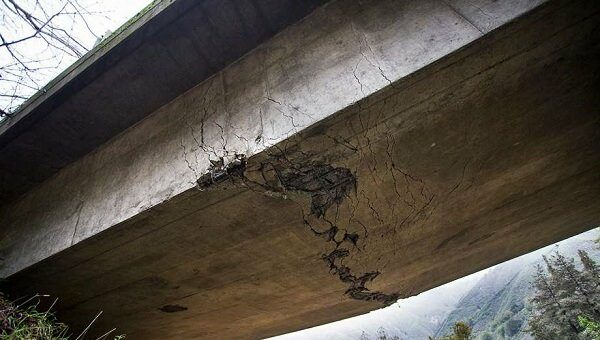ترک خوردن پل
