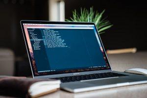 برنامه های ویرایشگر متن یا IDE، کدامیک برای برنامه نویسان مناسب تر است؟
