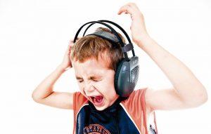هدفون ها چه زمان و چگونه به شنوایی آسیب می زنند؟