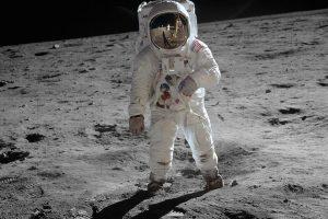 فرود انسان روی کره ماه — تصویر نجومی روز