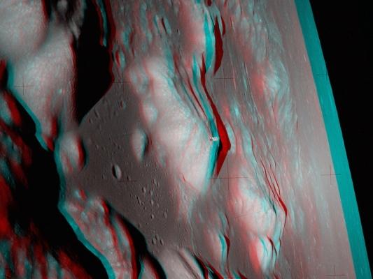 نمای برجسته از مدار ماه -- تصویر نجومی روز