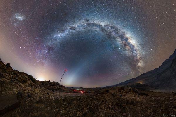 راه شیری و نور منطقه البروجی بر فراز شیلی