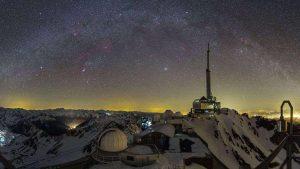 چشم اندازی زیبا از رصدخانه پیک دو میدی — تصویر نجومی روز