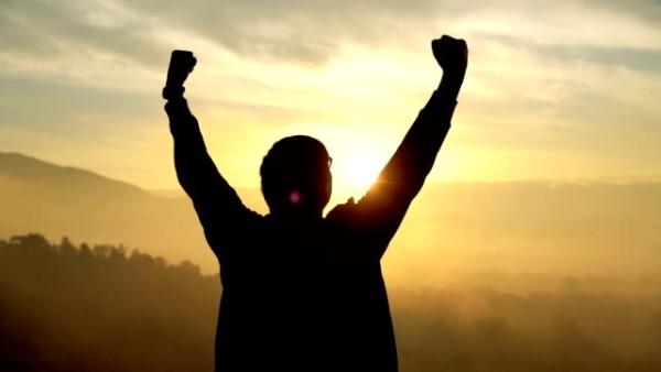 موفقیت ها را جشن بگیرید.