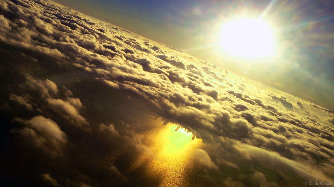 شهر وارونه زیر ابرها — تصویر نجومی روز