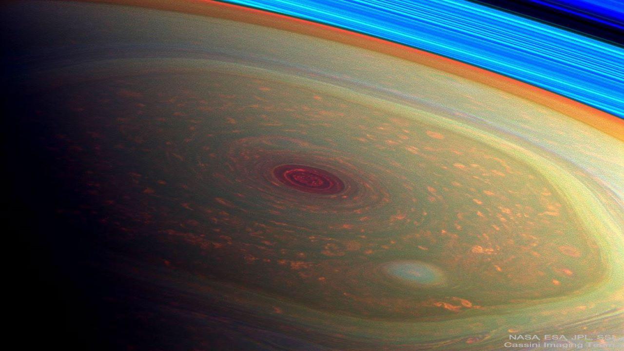 ساختار شش ضلعی روی زحل — تصویر نجومی روز