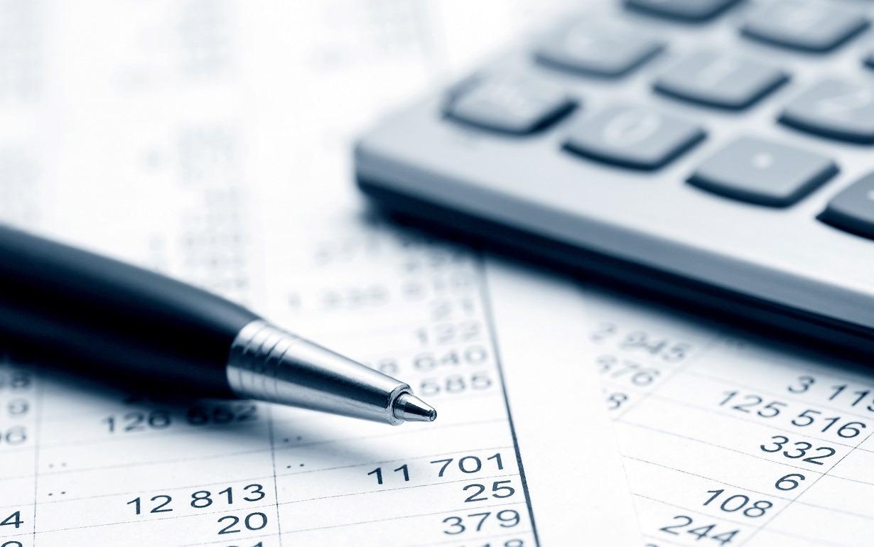 رشته مدیریت مالی | معرفی گرایش ها، حقوق و درآمد و بازار کار