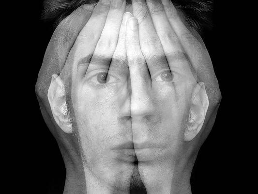 عاطفه سطحی و نامناسب