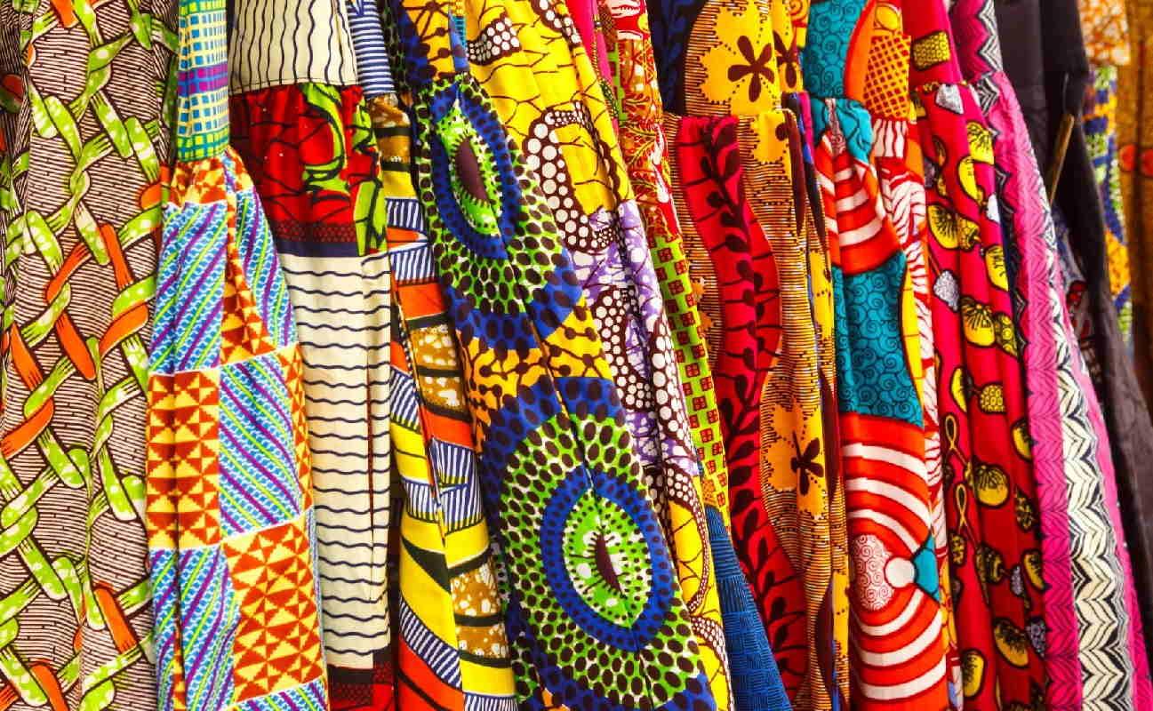 رشته طراحی پارچه و لباس | معرفی گرایش ها، حقوق و درآمد و بازار کار