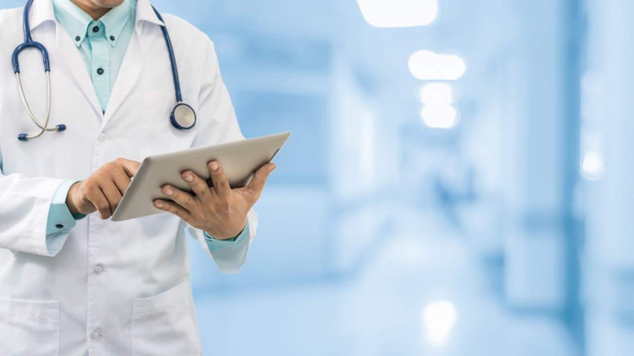 رشته پزشکی | معرفی گرایش ها، حقوق و درآمد و بازار کار