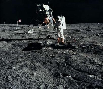 بررسی ماه توسط لرزه نگاری