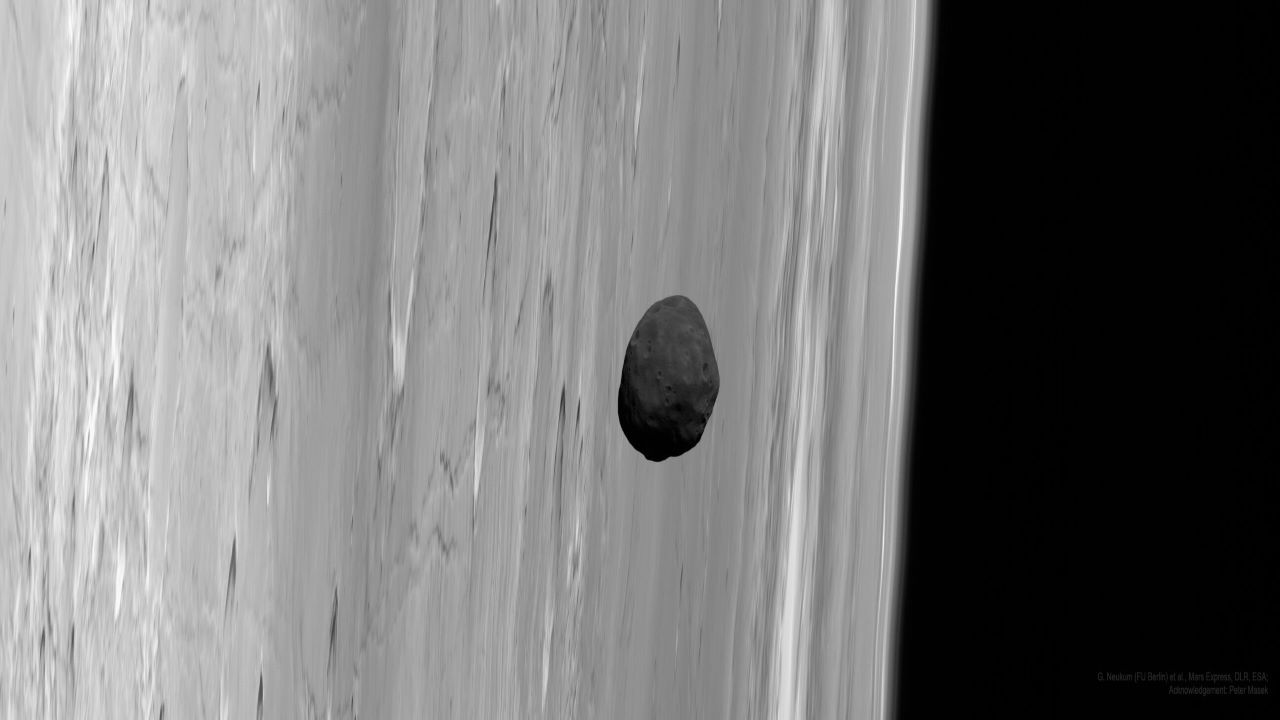 فوبوس ، بزرگ ترین قمر مریخ — تصویر نجومی