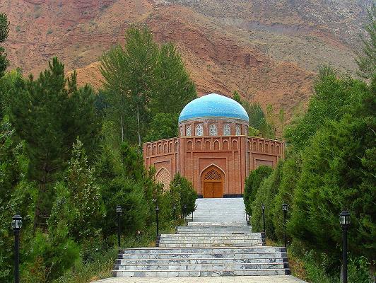 آرامگاه رودکی، پدر شعر فارسی، در روستای بنجرودک جمهوری تاجیکستان