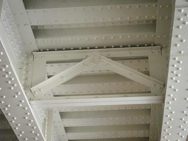 نمونهای از استفاده پرچ به عنوان جز اصلی اتصالات سازه های فولادی