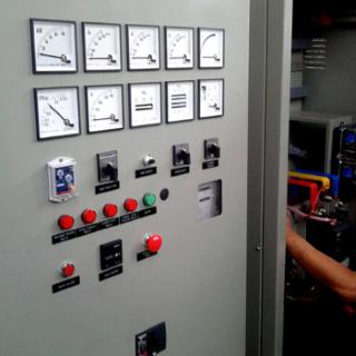 نمایشگر تجهیزات اندازهگیری روی در تابلو برق