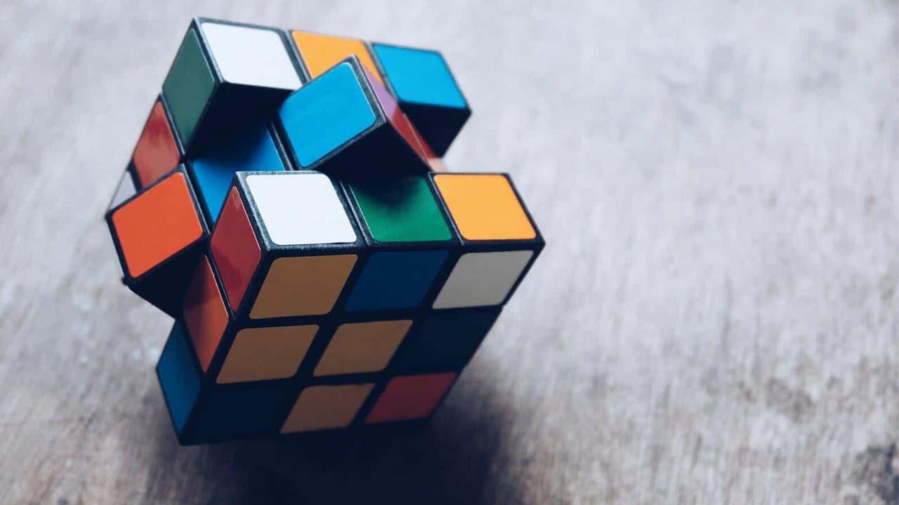 آموزش حل روبیک ۳ در ۳ | تصویری، عملی و به زبان ساده