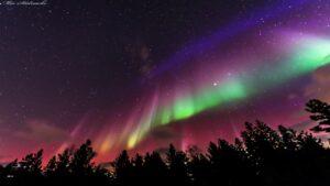 شفق قطبی بر فراز سوئد — تصویر نجومی