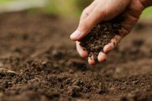 خاک چیست ؟ — ویژگی ها و کاربردهای مهندسی | هر آنچه باید بدانید