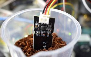 سنسور رطوبت خاک چیست ؟ — انواع، پیاده سازی و مدار عملی — به زبان ساده