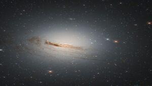 رشته های کهکشان NGC 1947 — تصویر نجومی