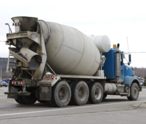کامیون میکسر بتن چیست ؟ — اجزا، انواع و کاربرد تراک میکسر | به زبان ساده