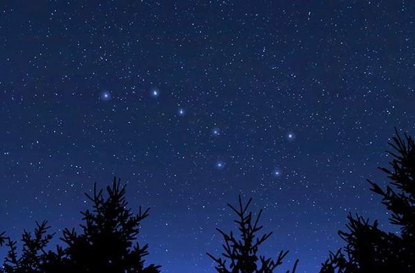 دب اکبر در آسمان شب