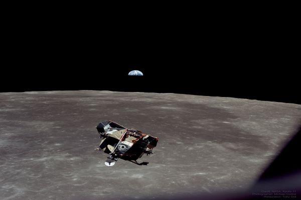 تصویری از کره ماه و زمین در مأموریت آپولو ۱۱