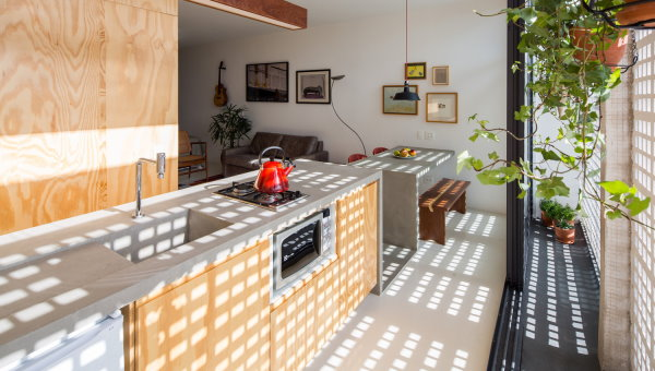 استفاده از تبن معماری به عنوان سینک ظرفشویی، اپن و میز ناهارخوری