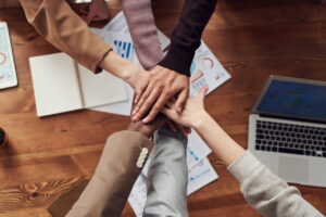 شرکت سهامی عام چیست ؟ | قوانین، ساختار، مزایا و معایب — به زبان ساده