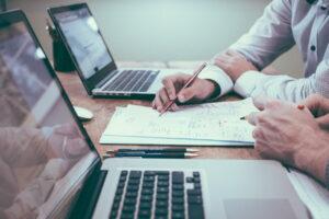 شرکت سهامی خاص چیست ؟ — قوانین، ساختار، مزایا و معایب  — به زبان ساده
