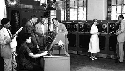 تصویری از اعضای کمیته سازنده COBOL در بخش تاریخچه زبان برنامه نویسی COBOL