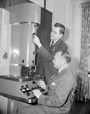 اولین میکروسکوپ الکترونی