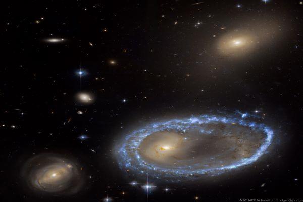 کهکشان حلقه ای AM 0644-741