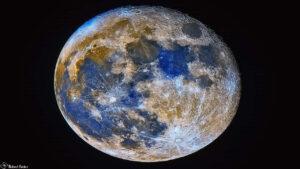 ماه آبی در رنگ های اغراق آمیز — تصویر نجومی
