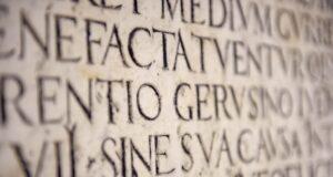 آشنایی مقدماتی با زبان لاتین — برای علاقهمندان زبان، تاریخ و علوم