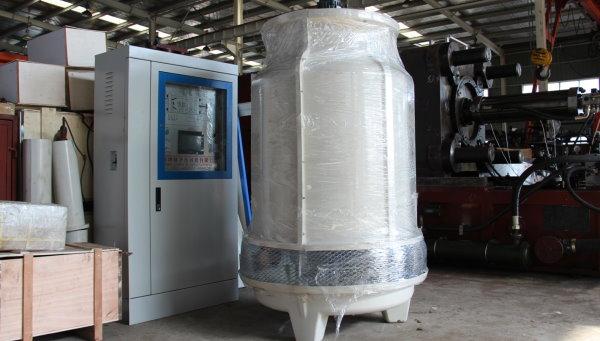 برج خنک کننده، از تاسیسات سرمایشی رایج برای کاهش دمای قالب و مواد مذاب است.