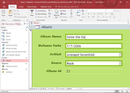 تصویر مربوط به ایجاد یک فرم در پایگاه داده اکسس که در آموزش بانک اطلاعاتی برای مقاله بانک اطلاعاتی چیست ارائه شده است.