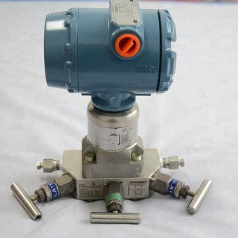 ترانسمیتر فشار متصل به منیفولد ولو پنج راهه