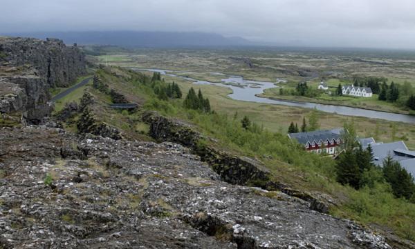 محل مرز بین صفحه آمریکای شمالی و صفحه اوراسیا، ایسلند.
