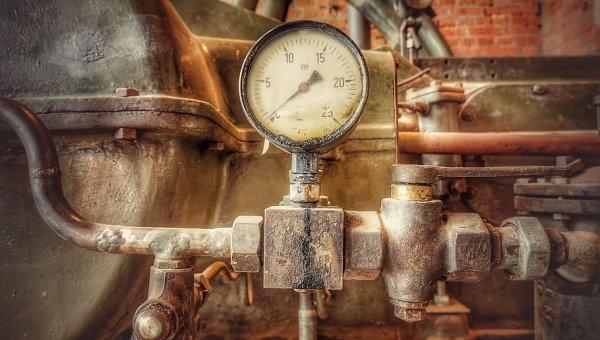 گیج فشار، یکی از متداولترین نشانگرهای مورد استفاده در لولهکشی صنعتی