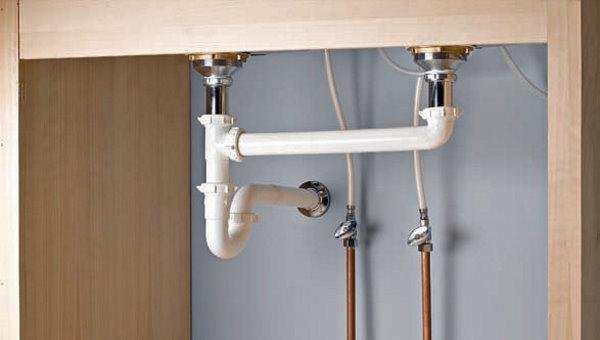 شیر ایزوله در مسیر لوله انتقال آب به سینک ظرفشویی