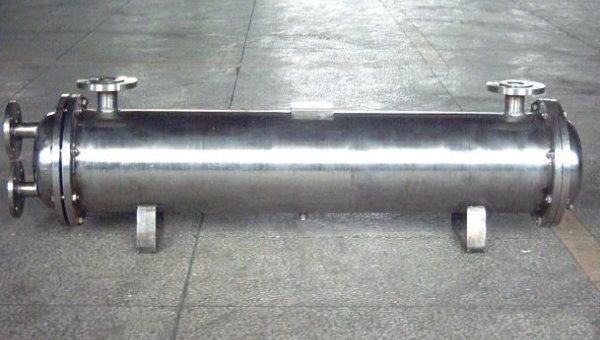 نمونهای از یک مبدل حرارتی پوسته و لوله از جنس فولاد ضد زنگ